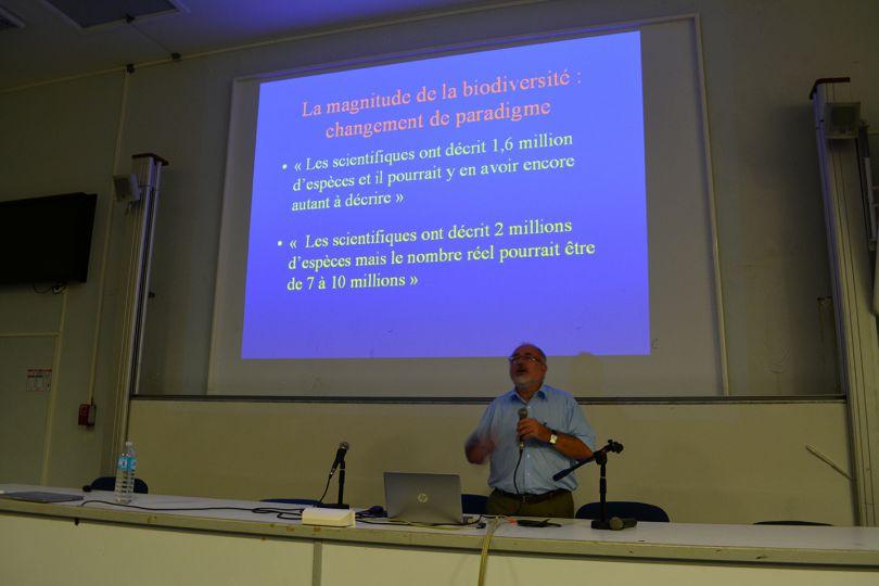 Philippe Bouchet donne quelques chiffres © Natacha Ouvrié / MNHN/ Madibenthos
